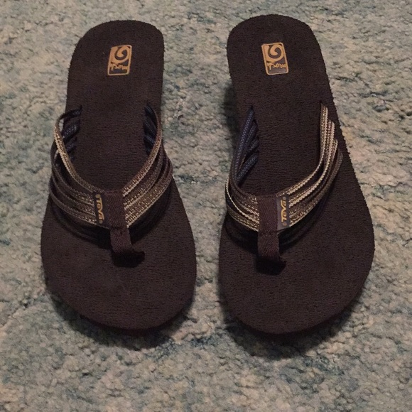 86ab13575e7363 Excellent condition Teva mush flip flops size 9